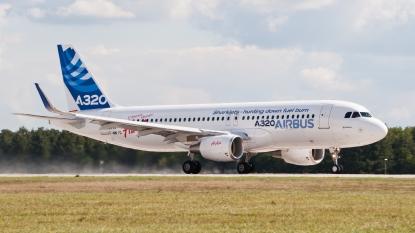 F-WWIQ_Airbus_A320_sharklet_ILA_2012_07