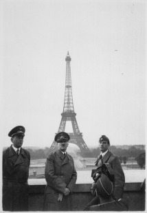 23-06-1940_Der_Fhrer_in_Paris._Hitler_in_Paris._Heinrich_Hoffman_Collection._-_NARA_-_540180.tif