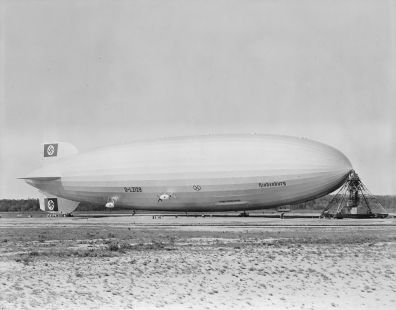 980px-Hindenburg_at_lakehurst