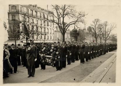 manif étudiante - Champs-Elysée 1940